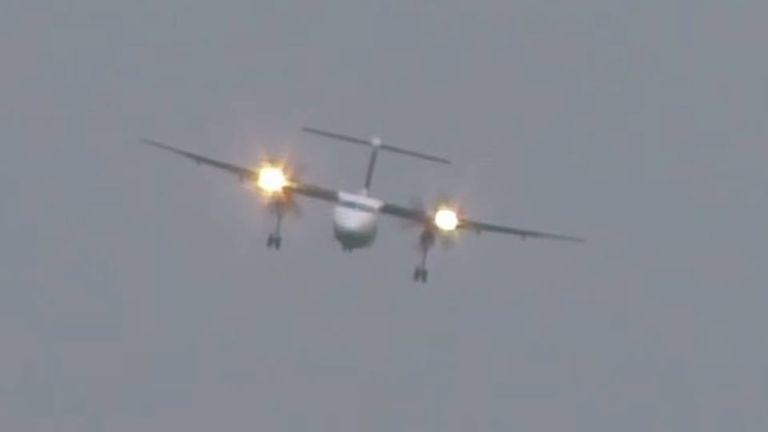 repülőgép, kényszerleszállás, vihar (forrás: YouTube / HvdH-Plane-Spotter)