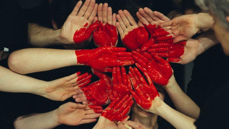 szív vér kéz