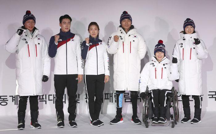 Leg-leg-leg formaruhák a phjongcshangi téli olimpia csapataitól. A  dél-koreai olimpiai csapat öltözéke a 2018-as phjongcshangi téli olimpiai  játékokra 2cd69d5355