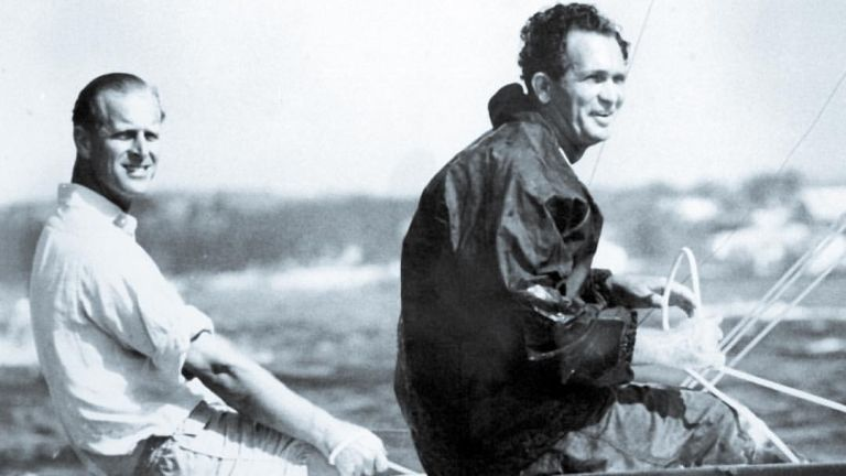 Sir Durward Knowles és Fülöp herceg (forrás: picbon.com)