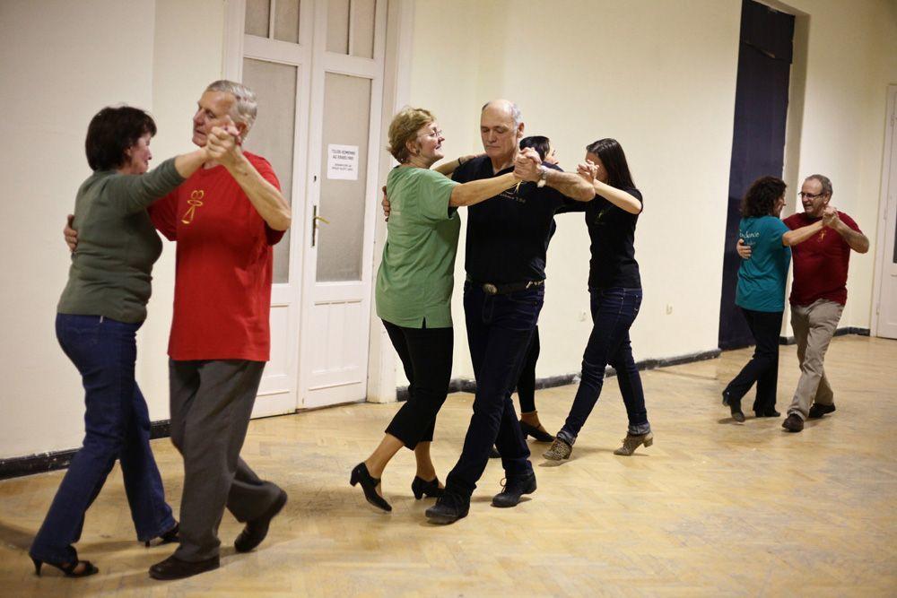 nyugdíjas öregkor tánc