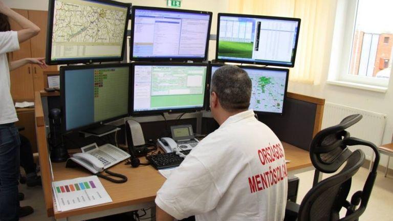 mentő, diszpécser (fotó: Országos Mentőszolgálat)