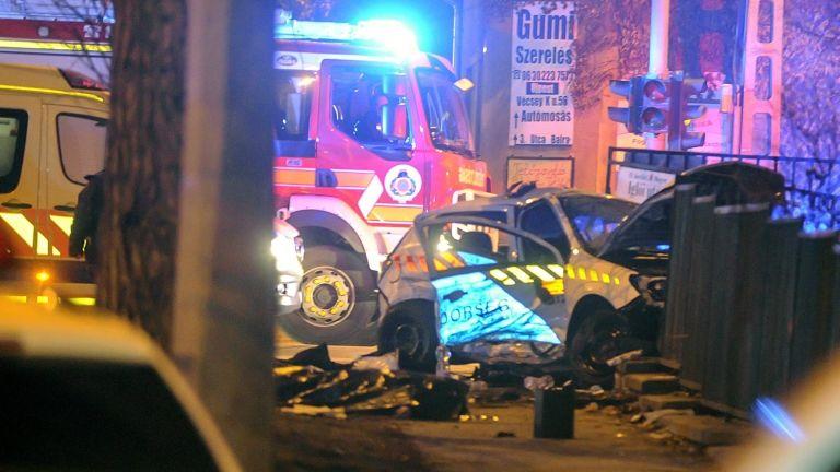 rendőrautó, ütközés (MTI Fotó: Mihádák Zoltán)