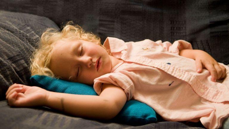 rossz alvó gyerek
