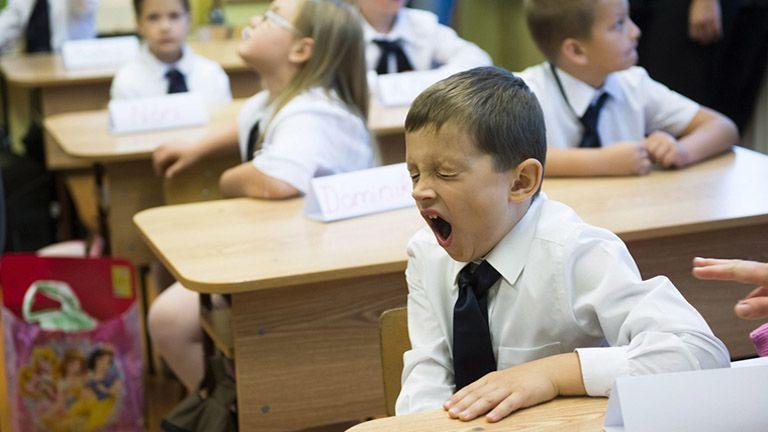 iskola iskolás ásít unalom fáradtság