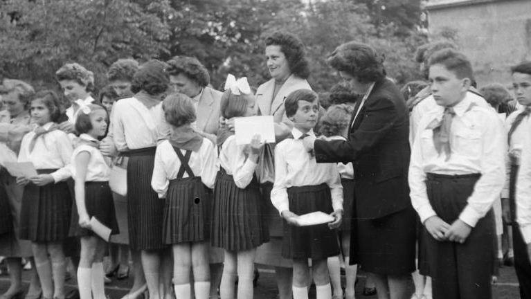 rakott szoknya gyerekek iskola szoknya retro