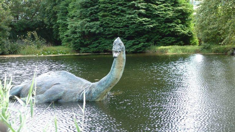 Loch Ness-i szörny, szobor (forrás: Wikimedia Commons)