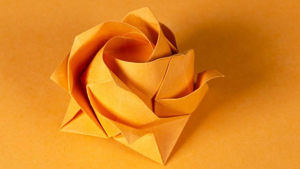 Papírból készült virág nőnapra