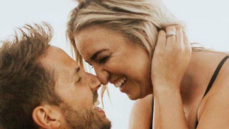 plus size lány modell szerelem izmos pasi csók