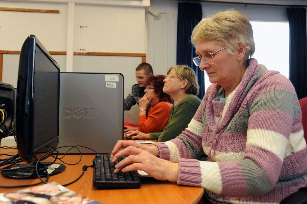 nyugdíjas nyugdíj számítógép oktatás