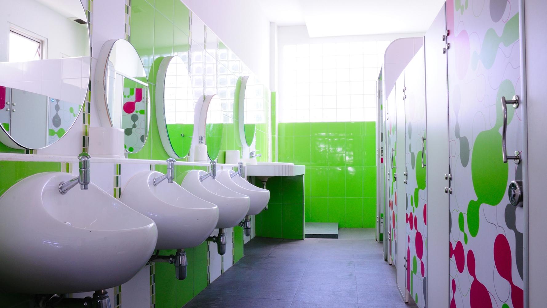 iskolai mosdó