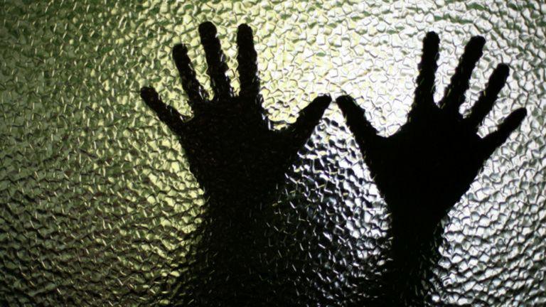 csoportos nemi erőszak kislány india