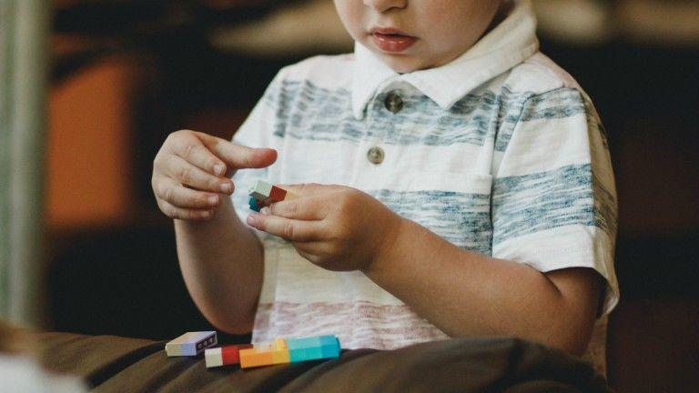 kevés játék gyereknevelés tanulmány