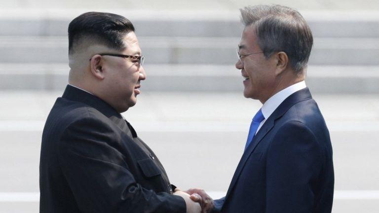 korea, kim dzsong un, mun dzsein (forrás: MTI/EPA/Korea-közi csúcs sajtószolgálata/pool)