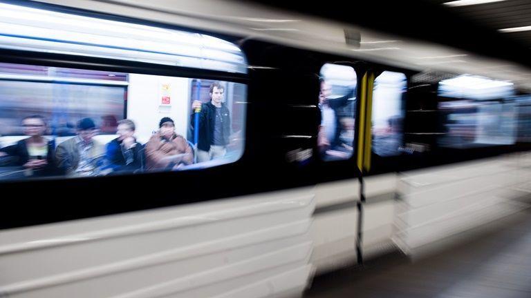 metro, budapest, tuntetes