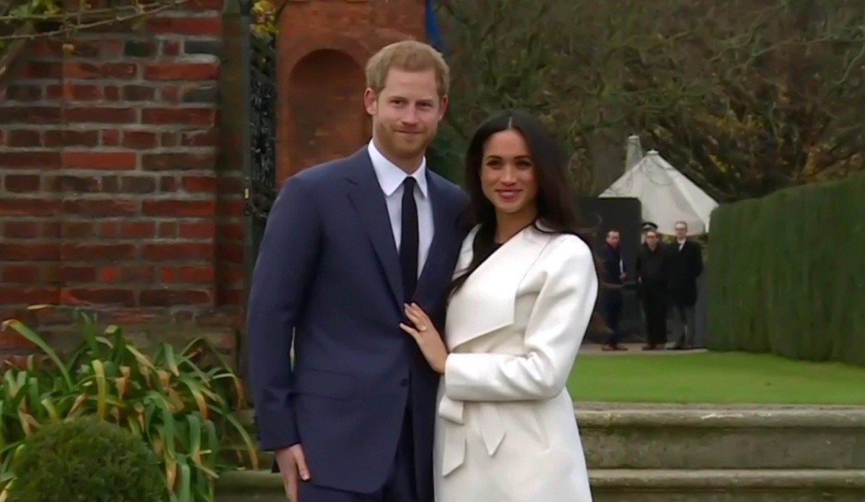 Meghan Markle eljegyzés Harry herceg palota fehér kabát ruha