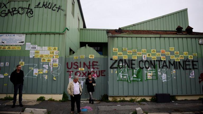 Tüntetés egy vegyi üzemnél Franciaországban (fotó: AFP / Martin Bureau)