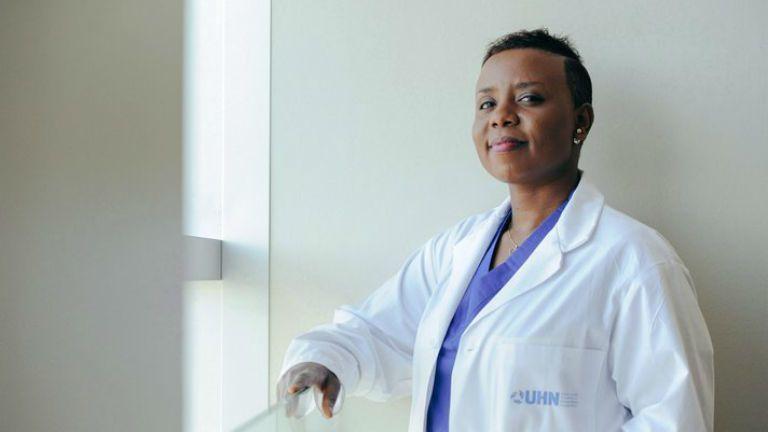 idegsebész ruanda túlélő hivatás