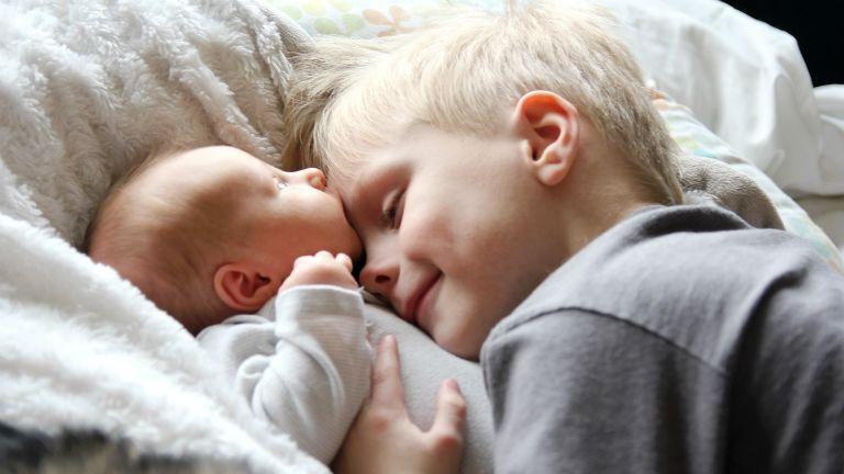 testvér, anya, gyerek, terhesség
