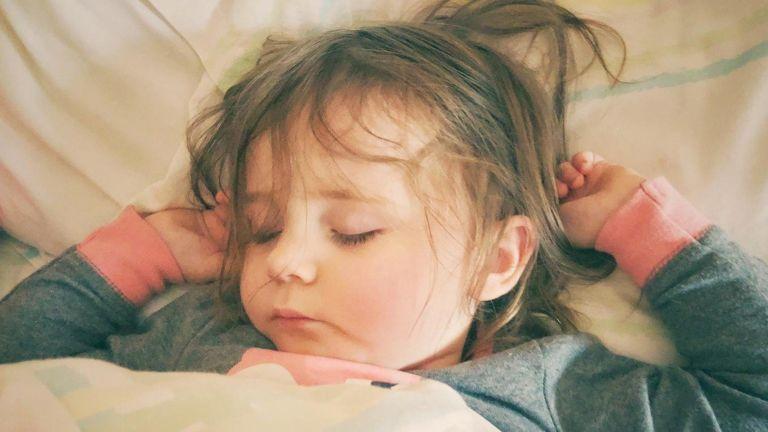alvás gyerek nevetés