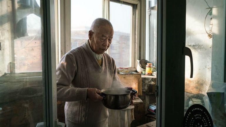 idős kínai férfi örökbefogadás család