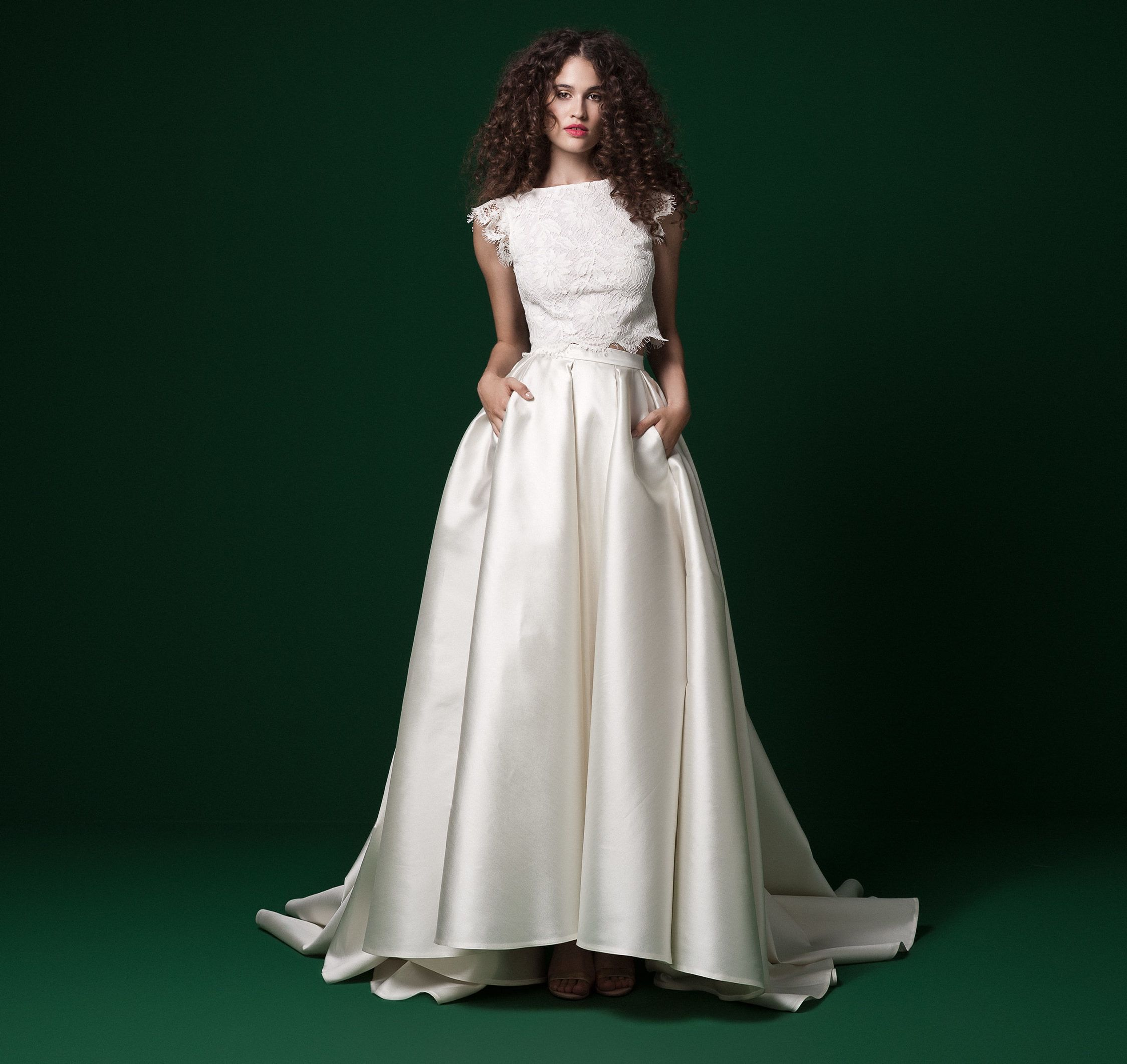 103054e94f Ilyen lehetett Liptai Claudia menyasszonyi ruhája. Daalarna menyasszonyi  ruha ...
