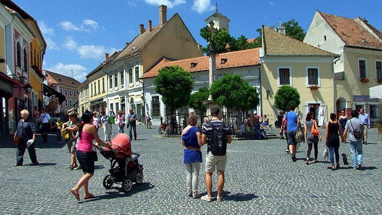 nyaralás turizmus belváros tér
