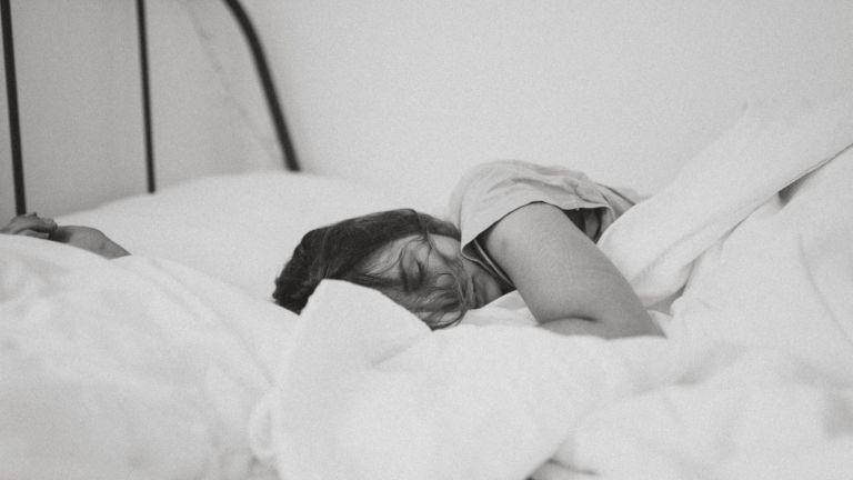 alvás anyaság szorongás