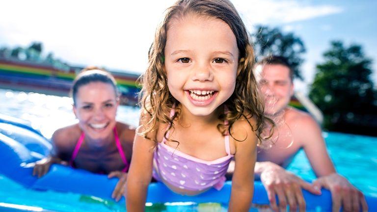 kirándulás fürdő gyerekkel