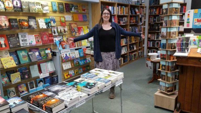 georgia könyvesbolt segítség twitter