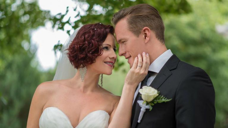 Friss hírek: Gömöri András Máté a közösségi oldalán közölte a követőivel, hogy tegnap összeházasodtak Polyák Lillával.