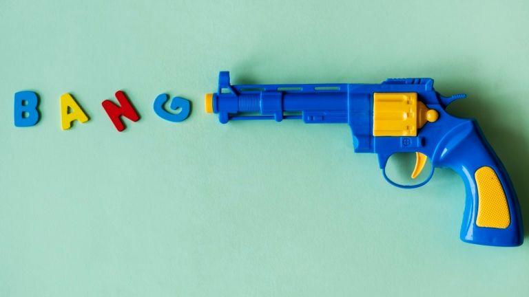 fiúk fegyver gyereknevelés