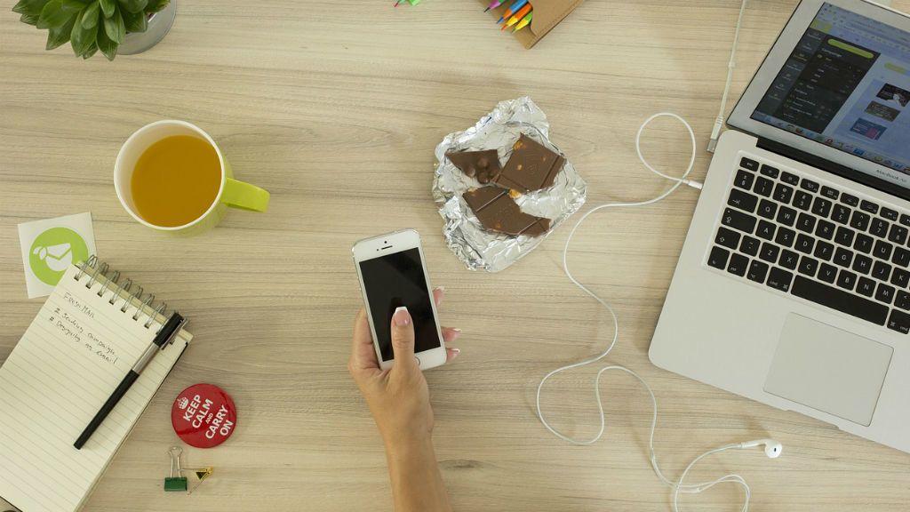 mobiltelefon, internet, függőség