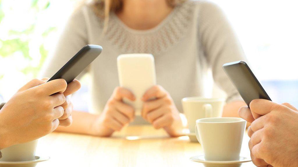 mobilfüggő barátok