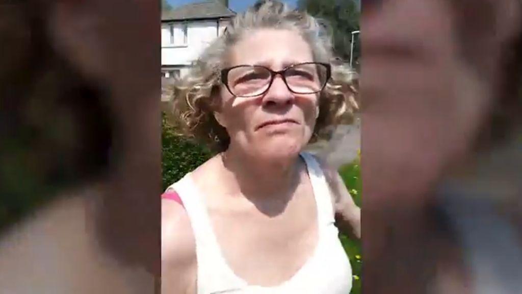 a szomszédok leszbikus szexet élnek menyecske szeretik a nagy fekete kakas