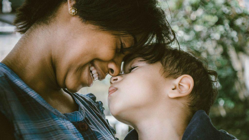 anyaság kérdés gyereknevelés
