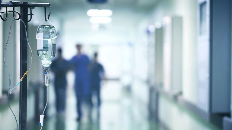 """""""Családi drámákat nézünk végig"""" – Hogyan dolgozzák fel az egészségügyi dolgozók a második hullámot?"""