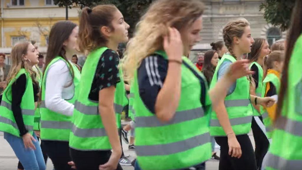 győr rendőr flashmob tánc