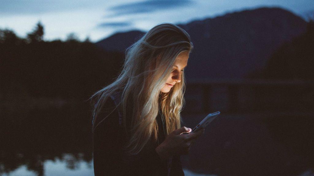 megcsalás mobil levelezés bizalom