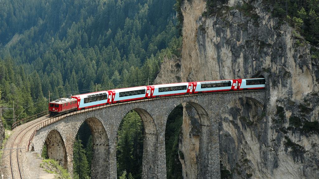 Gleccser-expressz Landwasserviadukt Svájc vonat vasút alagút Alpok turizmus utazás