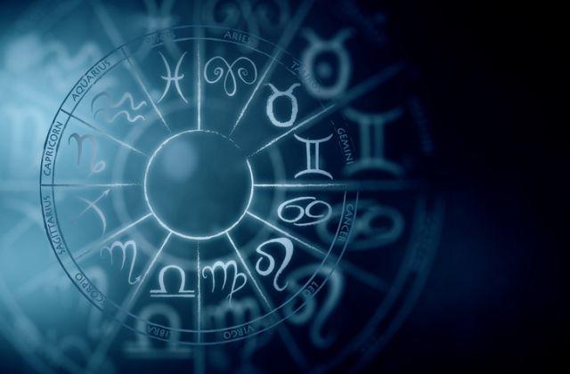 horoszkóp két egyszemélyes férfi)