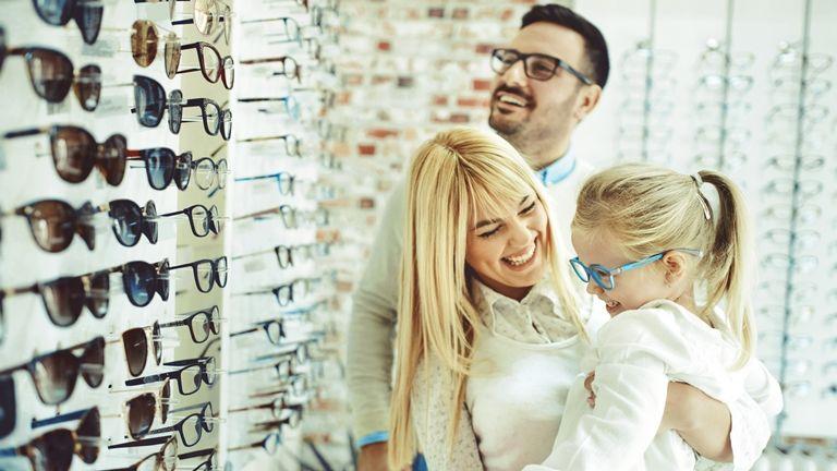 család szemüveg