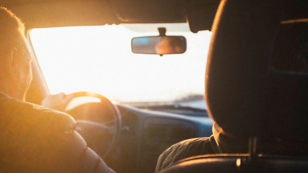 autóvezetés szabályos közlekedés