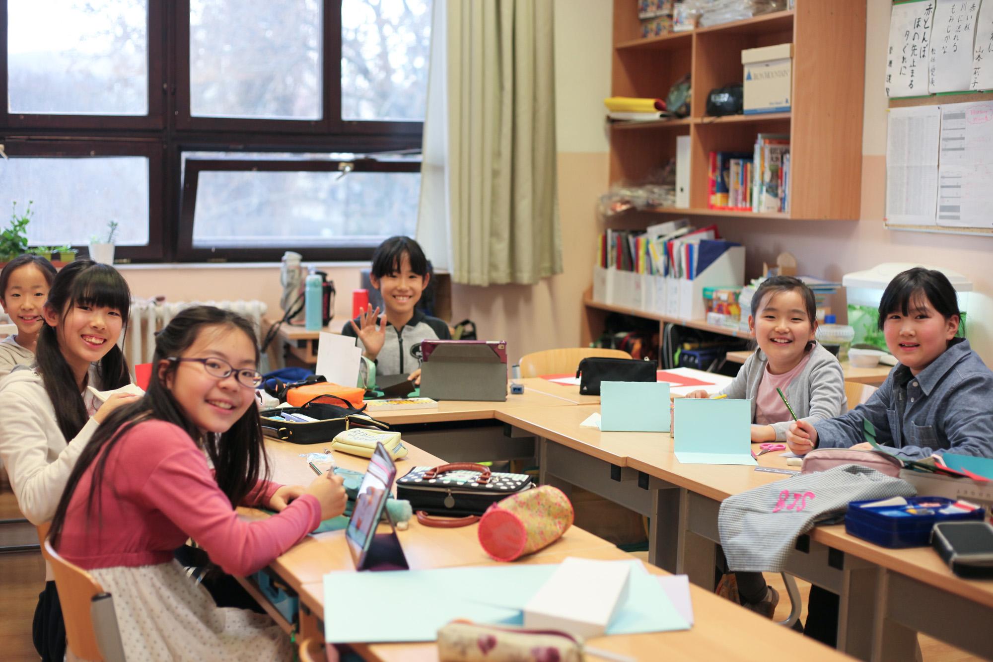 Ahány ház, annyi szokás, tartja a mondás, melyet akár a Japán és Európa közötti kulturális különbség is ihlethetett volna.