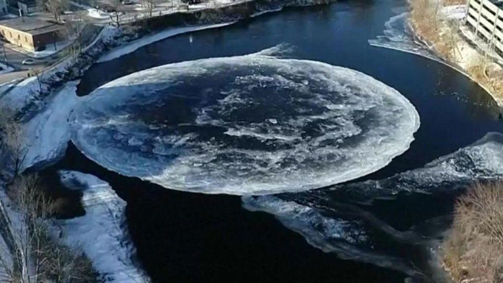 Hatalmas jégkorong alakult ki egy folyó közepén – elképesztő videó