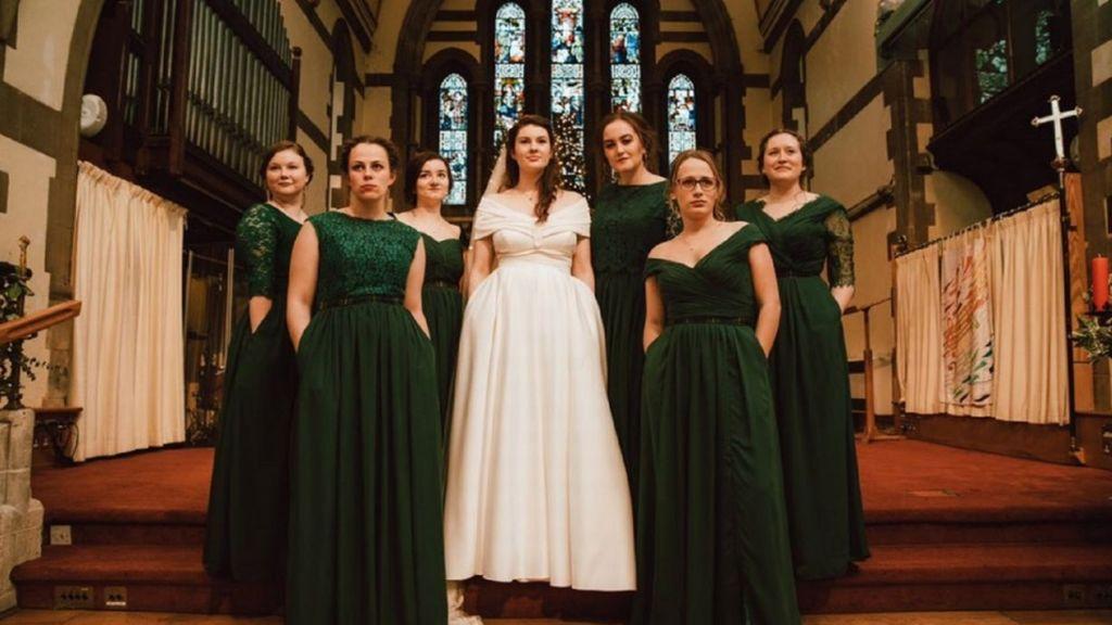 1dd12e58c3 Így lett a zsebes esküvői ruhából feminista kiáltvány