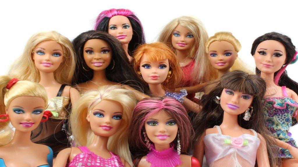 98eb978a7a1b Barbie babát 60 évvel ezelőtt a Mattel játékvállalat alapítójának felesége,  Ruth Handler álmodta meg, lánya Barbara számára. Akkoriban ugyanis a  legtöbb ...