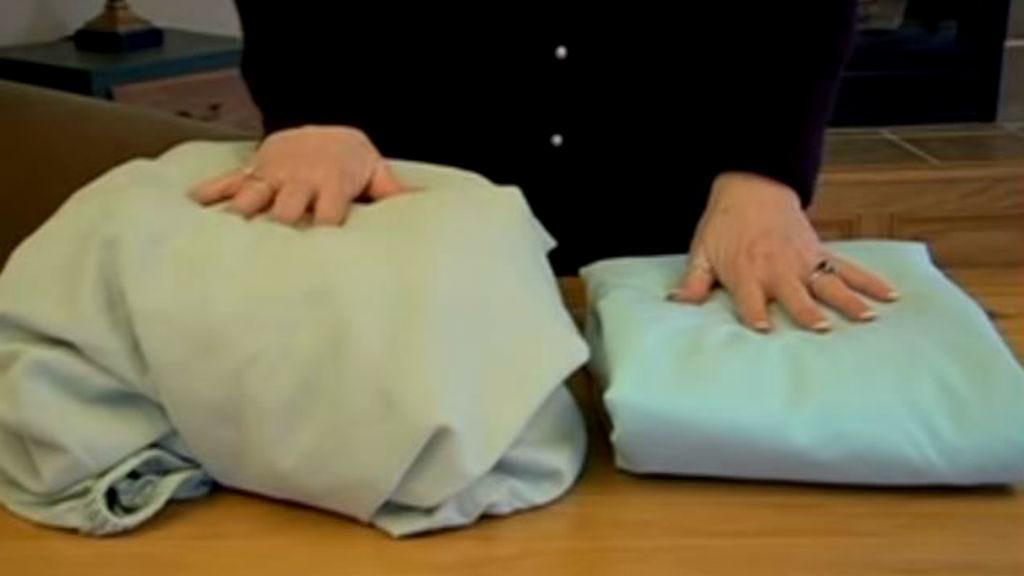 Így hajtsd össze bitang egyszerűen a gumis lepedőt – videó  5ae2b8fc9d
