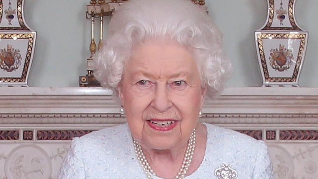 II. Erzsébet sokakat kitüntetett (Profimedia, Mega Agency)