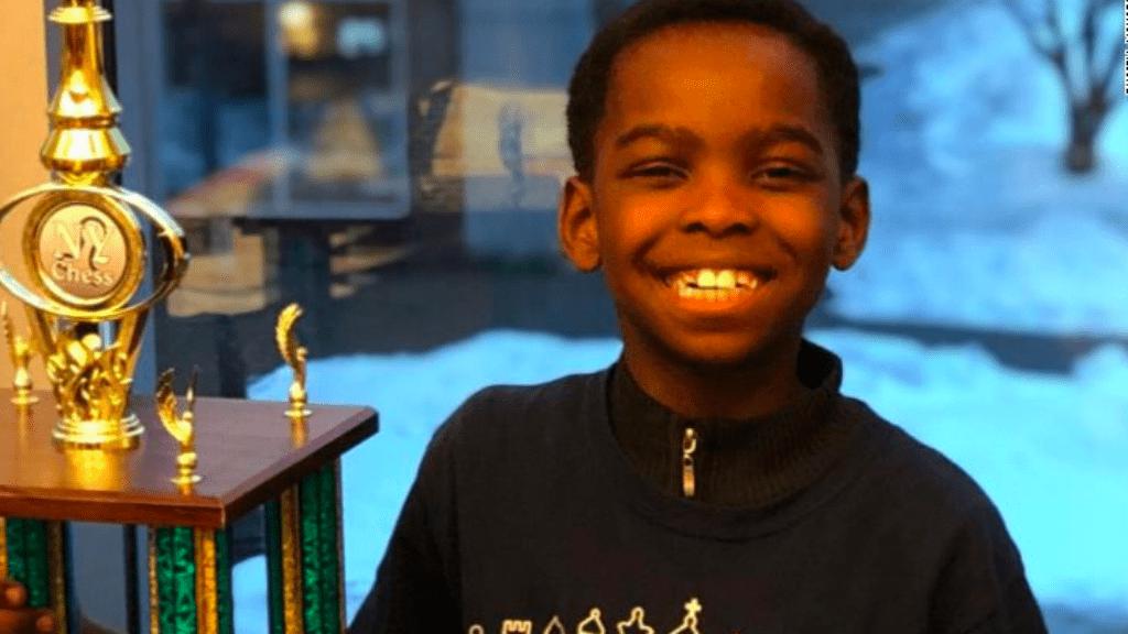 sakk bajnok hajléktalan kisfiú